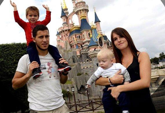 Эден Азар и семья
