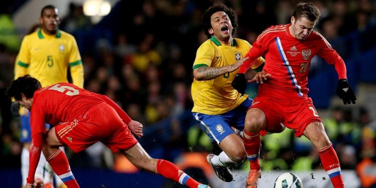 Футбольный матч испания бразилия